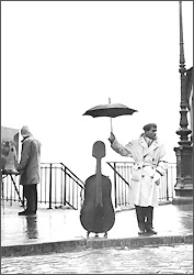 Postkarte Ein Musiker im Regen